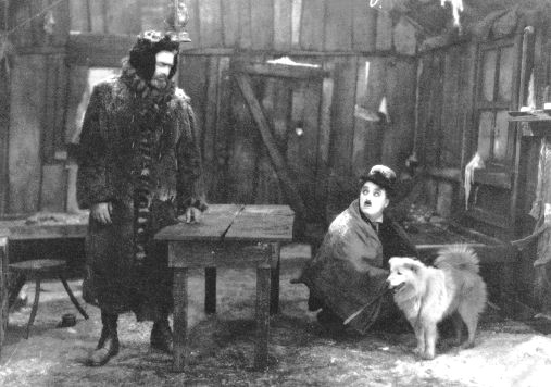 """Mack Swain era el compañero de fatigas de Chaplin en """"La químera del oro"""". Un gigante que no dudaba en intentar comérselo cuando se lo imaginaba como un pollo"""