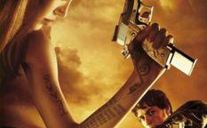 Espresso: Angelina Jolie censurada por armada y sexy