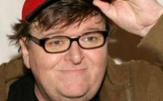 Espresso: Michael Moore va ahora por la economía