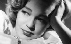 Recordando clásicos: Simone Signoret, el cruce perfecto entre Lauren Bacall y Romy Schneider