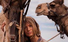 """Espresso: Trailer de """"Tracks"""", la travesía en el desierto de Mia Wasikowska"""