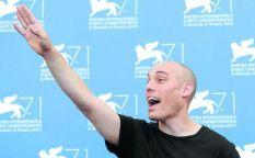 Venecia 2014: Joshua Oppenheimer golpea de nuevo y el ataúd de Chaplin