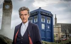 Cine en serie: Peter Capaldi renueva como Doctor Who, regreso inesperado de Luther, adiós a la serie de Betty White y el escándalo Bill Cosby