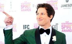 Cine en serie: Andy Samberg presentará los Emmy 2015 y CBS renueva
