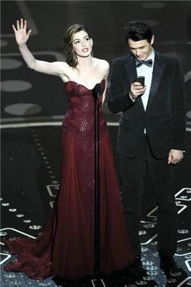 Oscar2011AnneHathawayJamesFrancoPresentadores