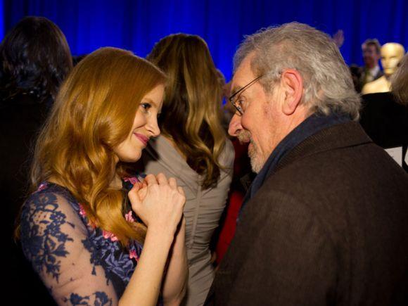 PREMIOS >> The Oscars 2013 (Ganadores Pág. 4) - Página 3 ConexionOscar2013AlmuerzonominadosChastainSpielberg