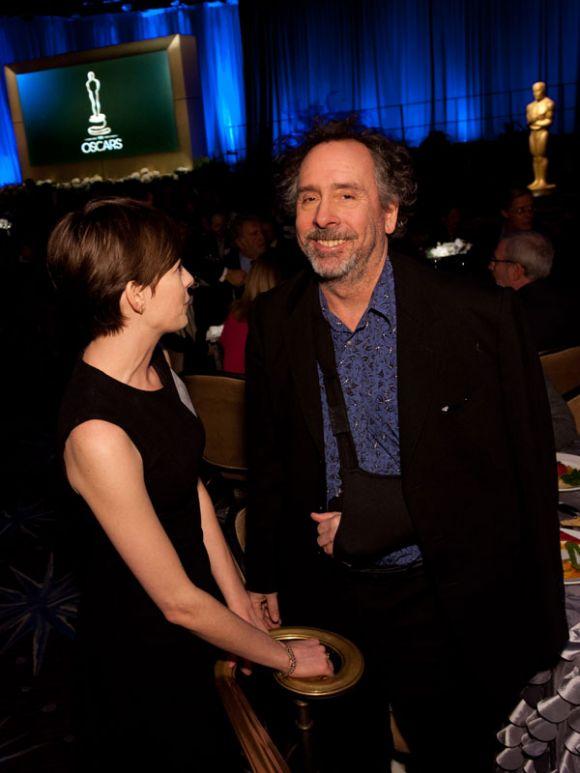 PREMIOS >> The Oscars 2013 (Ganadores Pág. 4) - Página 3 ConexionOscar2013AlmuerzonominadosHathawayBurton