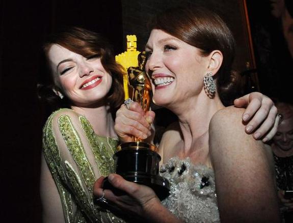 Oscar2015JulianneMooreEmmaStone