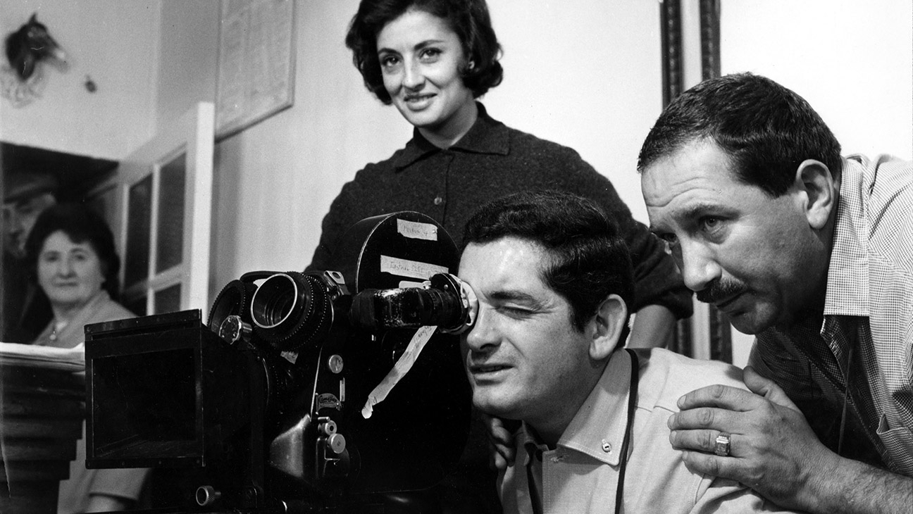 THE UMBRELLAS OF CHERBOURG, (aka LES PARAPLUIES DE CHERBOURG), Director Jacques Demy setting up a shot with cinematographer Jean Rabier (right) during filming, 1964