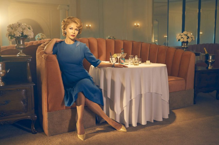 Catherine como Olivia de Havilland en Feud